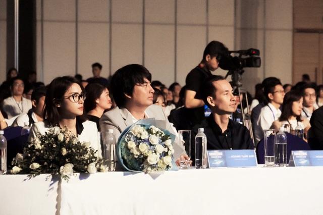 """Ông Hoàng Tuấn Anh (giữa) tham dự """"Shark Tank Forum 2018"""""""