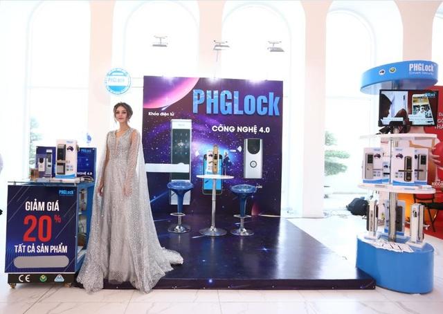 """Không gian trải nghiệm sản phẩm khoá điện tử 4.0 PHGLock mang đến""""Shark Tank Forum 2018""""."""