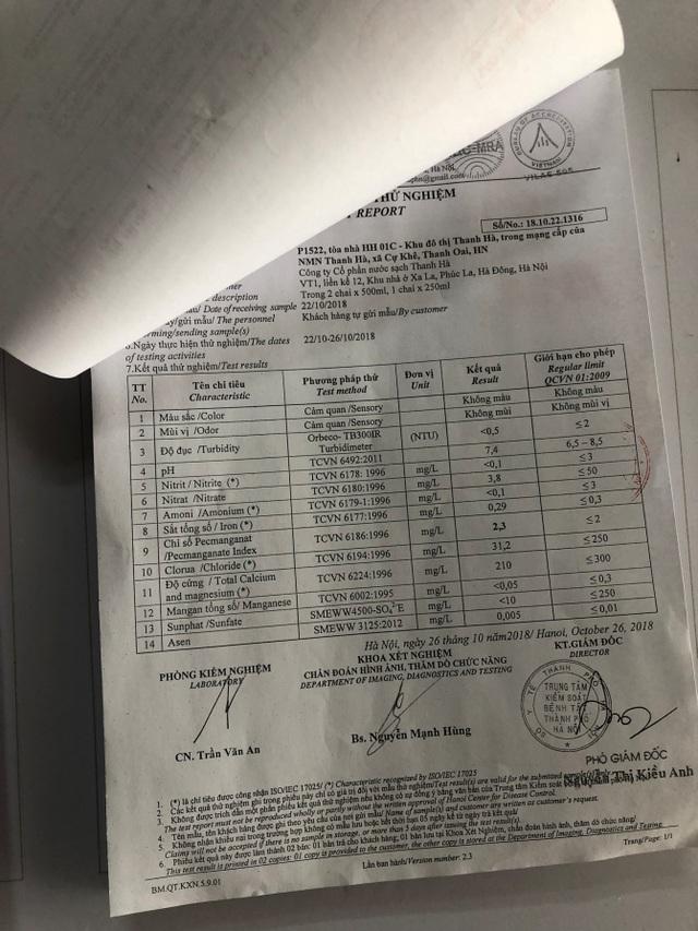 Kết quả xét nghiệm nước được cung cấp tại bảng tin dưới sảnh các tòa nhà