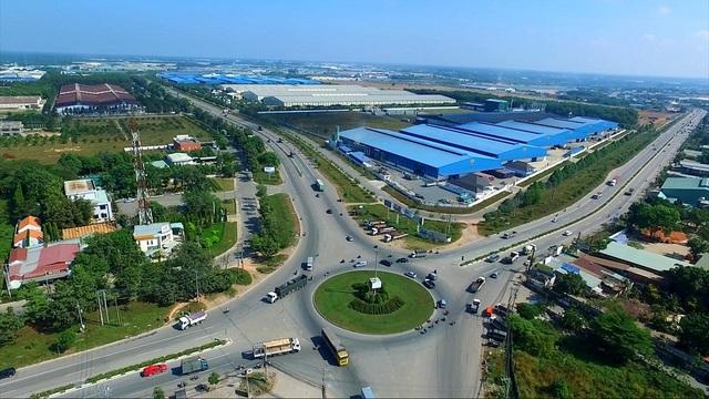 Giao thông phát triển là điểm tựa cho bất động sản Tân Uyên. Trong ảnh là vòng xoay Nam Tân Uyên -  điểm giao của hai trục đường huyết mạch ĐT 746 và ĐT 747B