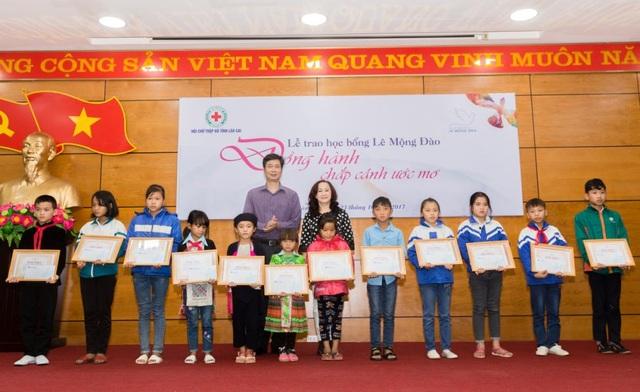 Lễ trao học bổng Lê Mộng Đào đồng hành chắp cánh ước mơ cho các em nhỏ