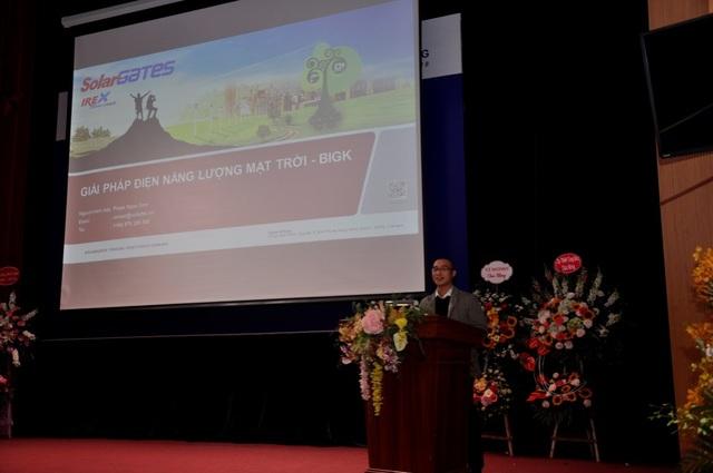 Đại diện Công ty Solar BK tại Hà Nội trình bày về hệ thống điện mặt trời áp mái