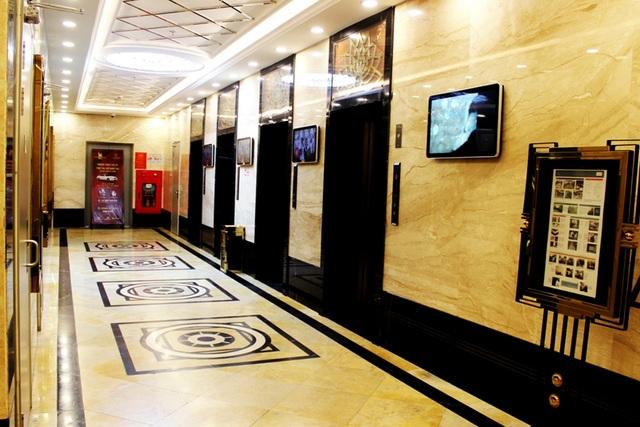 Toàn bộ sảnh chờ thang máy từ tầng 1 cho đến tầng 22 đều được thiết kế theo một kích thước cố định, rộng trên 2,7m.