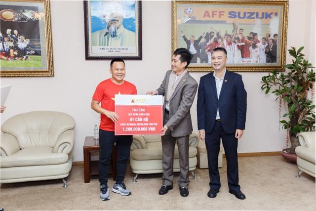 Apec Group trao thưởng 5,4 tỷ đồng cho đội tuyển quốc gia Việt Nam - Ảnh 3.