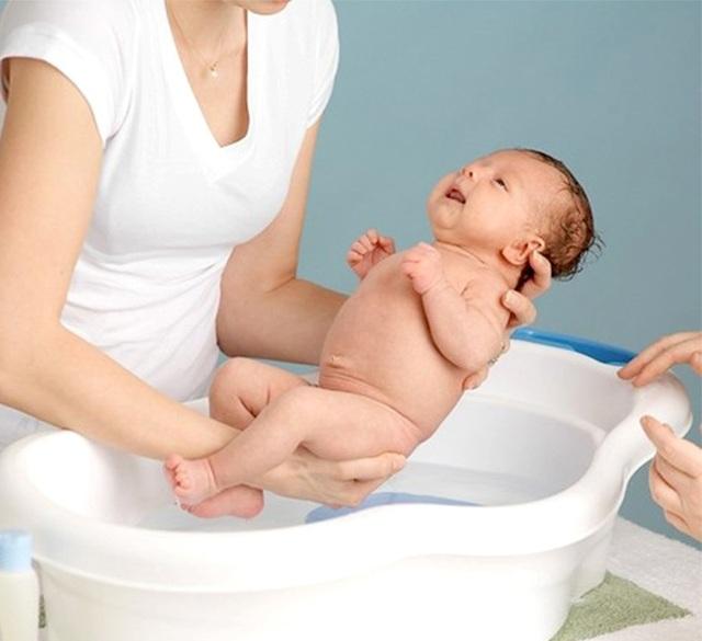Đèn sưởi nhà tắm hồng ngoại cho trẻ nhỏ và trẻ sơ sinh - 1