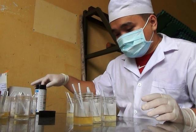 Tiến hành xét nghiệm ma túy đối với những người bị đưa về trụ sở công an