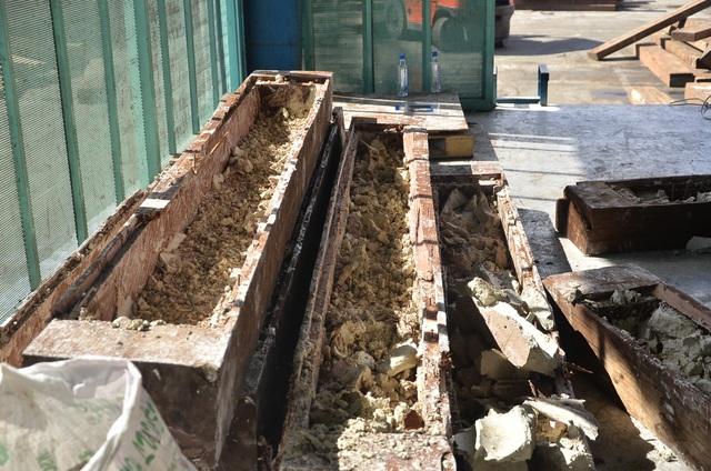 Những khối gỗ sau khi được lấy ngà voi ra