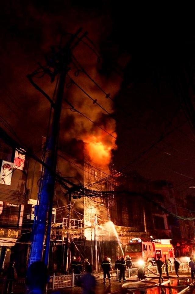 Vụ cháy dãy quán karaoke vào cuối năm 2014 ở đường Trần Quốc Thảo (quận 3,TPHCM) cũng gây chết người
