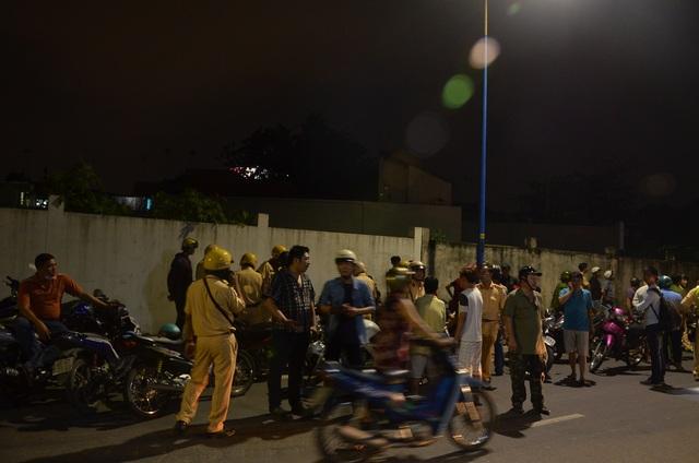 Cảnh sát vây ráp đoàn xe ở đường Kênh Tân Hóa (phường 3, quận 11) vào tối 26/11