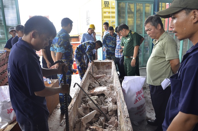 Khối gỗ khủng dùng để chứa ngà voi sau khi được lấy hết ngà voi