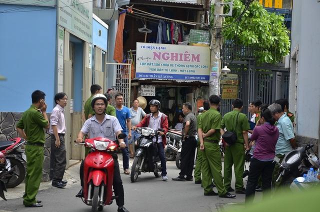 Cảnh sát Phong tỏa hiện trường để khám nghiệm