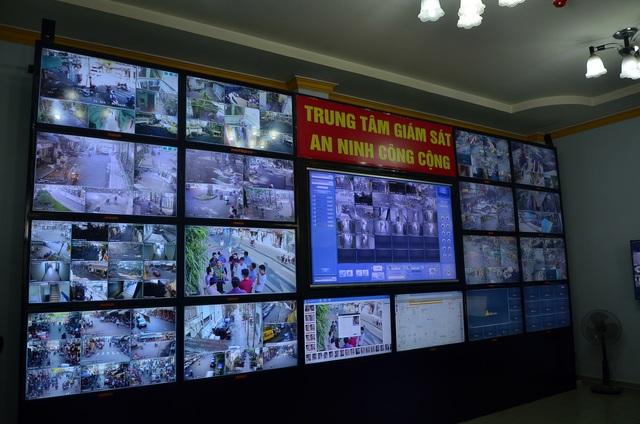 Sáng 6/12, Công an quận 5, TPHCM đã đưa vào vận hành trung tâm chỉ huy và tích hợp camera an ninh trên địa bàn quận. Đây là đơn vị cấp quận đầu tiên của TPHCM thí điểm thực hiện mô hình kết nối tập trung các camera an ninh khu phố để phục vụ việc xử lý tình huống, lưu trữ dữ liệu và đảm bảo an ninh trật tự trên địa bàn.