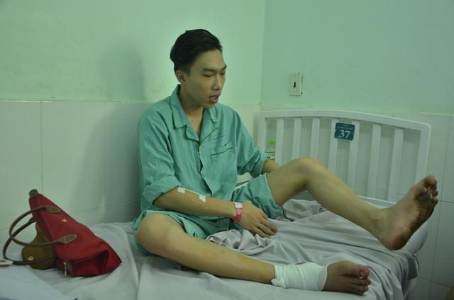 Anh Kiều Quốc Lộc người tham gia chữa cháy và bị thương đang điều trị tại Bệnh viện 115