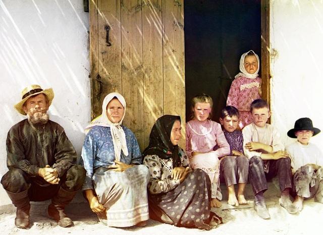 Một gia đình người Nga ở thảo nguyên Mugan tại Azerbaijan. Hình ảnh chụp trong giai đoạn từ 1905-1915.