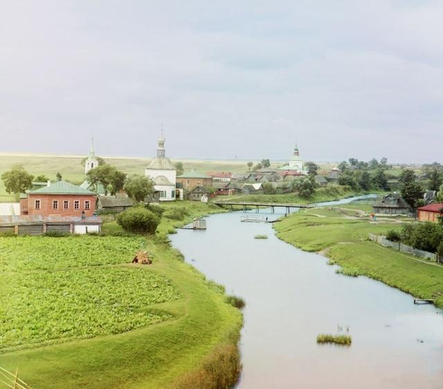 Khung cảnh đẹp thanh bình của miền quê nước Nga dọc theo bờ sông Kamenka. Ảnh chụp năm 1912.