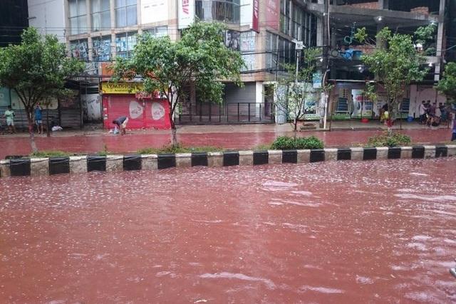 Hình ảnh chụp được trên nhiều tuyến phố ở Dhaka như phim kinh dị