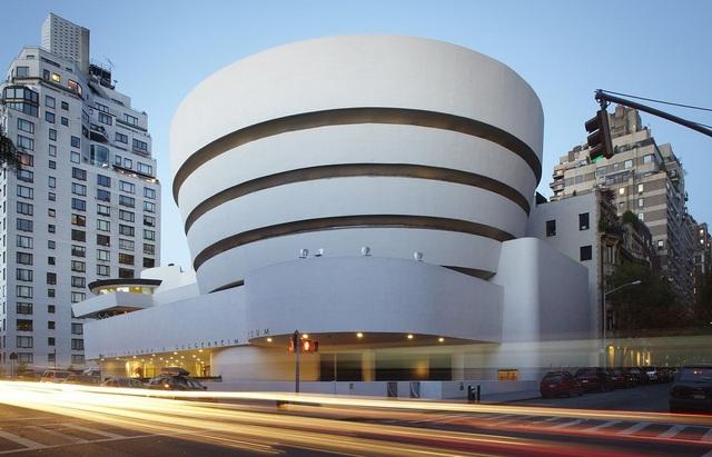 Bảo tàng Guggenheim ở New York, nơi chứa tác phẩm bồn cầu bằng vàng đặc biệt