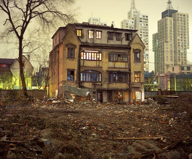 Vẻ đẹp bí ẩn của những công trình bỏ hoang trên khắp thế giới - 1