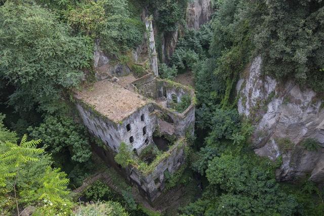 Vẻ đẹp bí ẩn của những công trình bỏ hoang trên khắp thế giới - 5