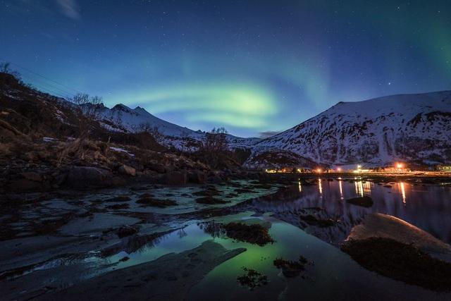Bắc cực quang xuất hiện khi trời bắt đầu tối