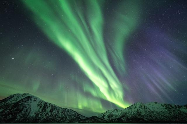 Dải màu xuất hiện trên bầu trời