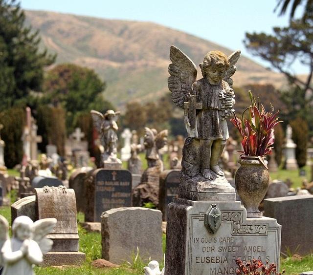 Một trong các nghĩa trang ở thị trấn