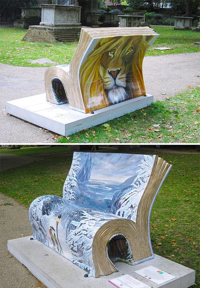 Ghế băng dài dành cho tín đồ mê đọc sách ở thủ đô London, Anh.