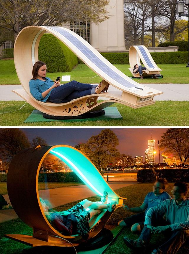 Chiếc ghế công cộng đặt tại công viên ở Massachusetts, Mỹ, tạo cho người sử dụng cảm giác thích thú.