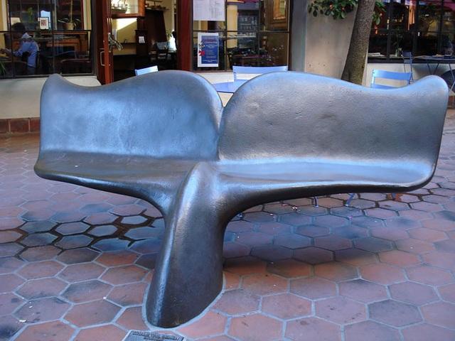 Kiểu ghế mô phỏng theo chiếc đuôi của cá voi.