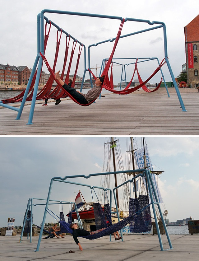 Những chiếc võng đan xen nhau, là chỗ nghỉ ngơi lý tưởng sau một ngày khám phá thành phố Copenhagen, Đan Mạch.
