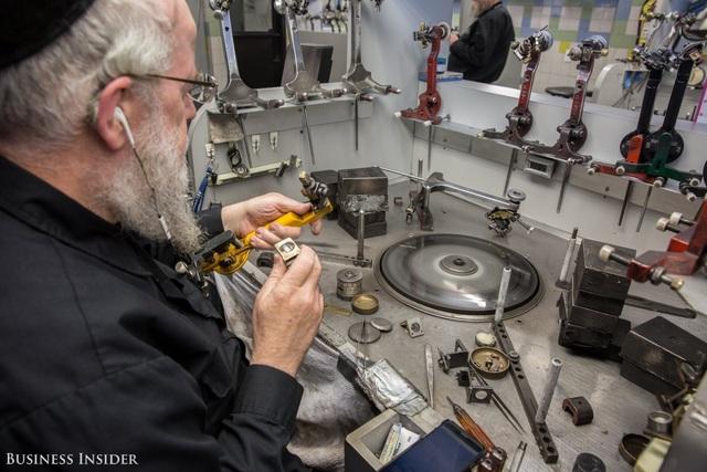 Bên trong nhà máy chế tác kim cương lớn nhất nước Mỹ - 4