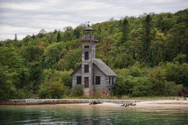 Ngọn hải đăng Grand Island East Channel ở Michigan, Mỹ