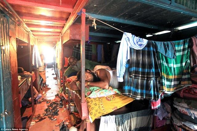 Đa phần khách trọ tới đây là các tiểu thương Ấn Độ tới buôn bán ở khu chợ gần đó
