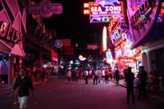 Cảnh tượng vắng vẻ khác thường vì tháng 10 vốn bắt đầu mùa du lịch cao điểm ở Thái