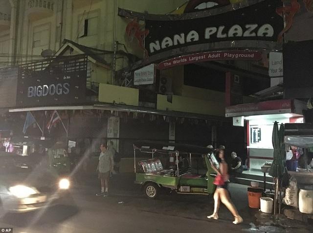Khu phố đèn đỏ nổi tiếng ở Bangkok Nana Plaza đang tạm thời đóng cửa