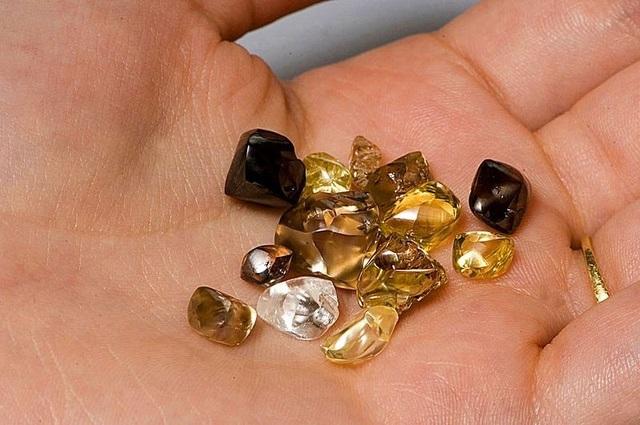 Nhiều viên kim cương và đá quý được tìm thấy tại đây