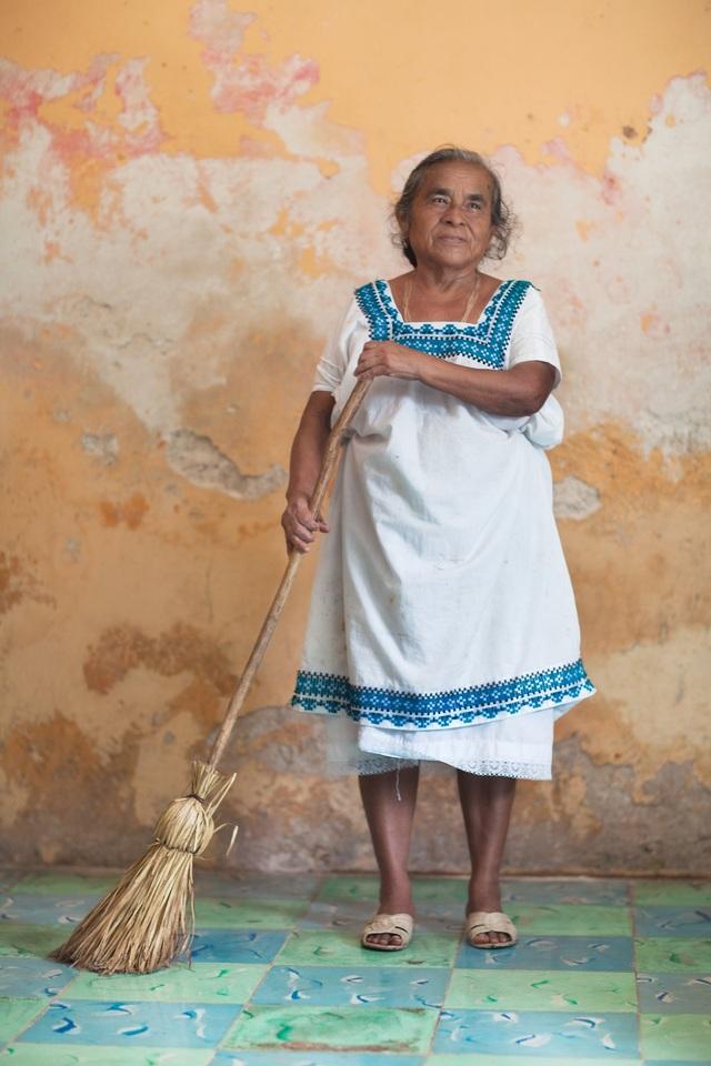 Một phụ nữ người Mexico. Tất cả các khoảnh khắc của cô đều chụp tự nhiên, chân thực nhất.