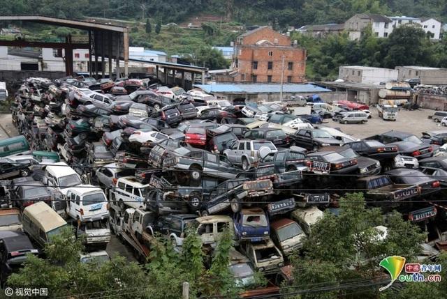 """""""Nghĩa trang ô tô"""" ở Thái Châu, Triết Giang"""