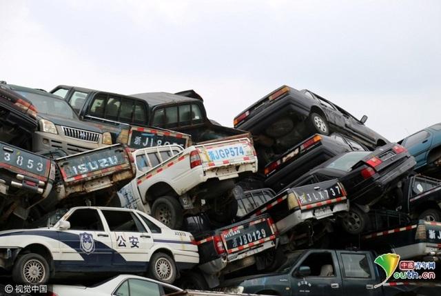 Bên trong tập hợp đủ chủng loại các xe từ cỡ lớn tới cỡ nhỏ
