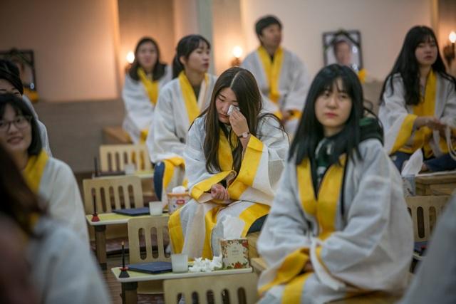"""Giới trẻ Hàn Quốc rủ nhau... """"thử chết"""" - 4"""