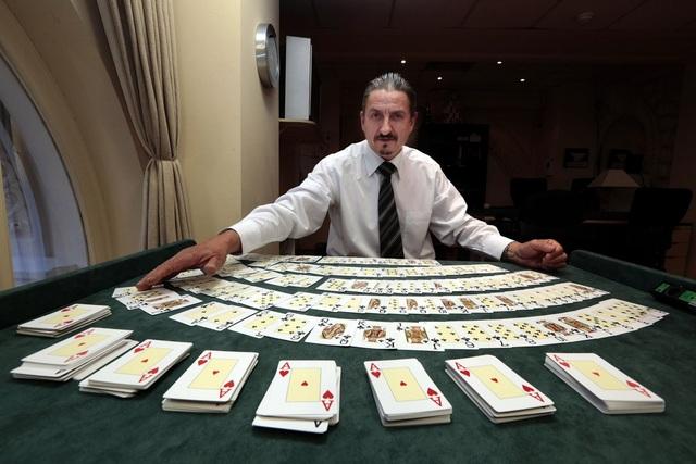Sòng bạc còn lưu giữ 36.000 bộ bài ở nhiệt độ 20 độ C