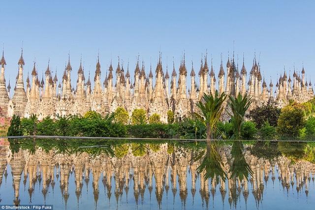 Một ngôi chùa nằm tại khu vực xa xôi hẻo lánh ở Myanmar với 2500 ngôi tháp đá có tòa nhà hình mái vòm ấn tượng.