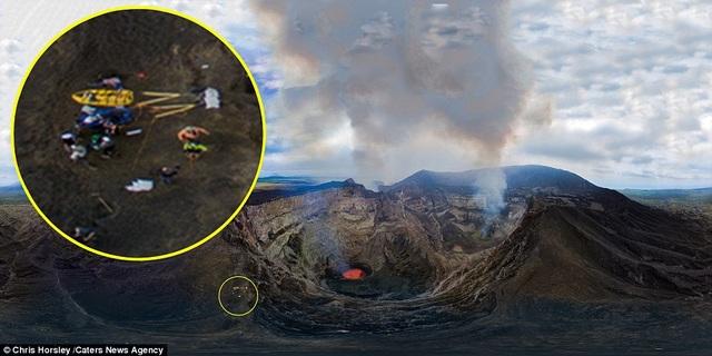 Vị trí cả nhóm dừng lại cắm trại. Trên đảo hiện có hai núi lửa hình nón đang hoạt động, gồm Benbow và Marum. Đoàn thám hiểm cắm trại ở Marum.