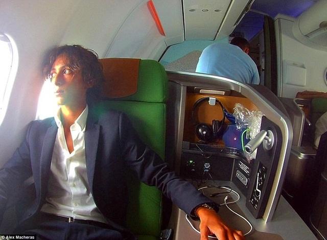 Macheras là người đầu tiên được trải nghiệm mọi dịch vụ trên máy bay