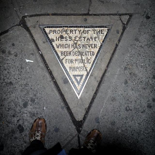 Mảnh đất hình tam giác với diện tích 0.32 m2 là tài sản bất động sản tư nhân có kích thước khiêm tốn nhất New York
