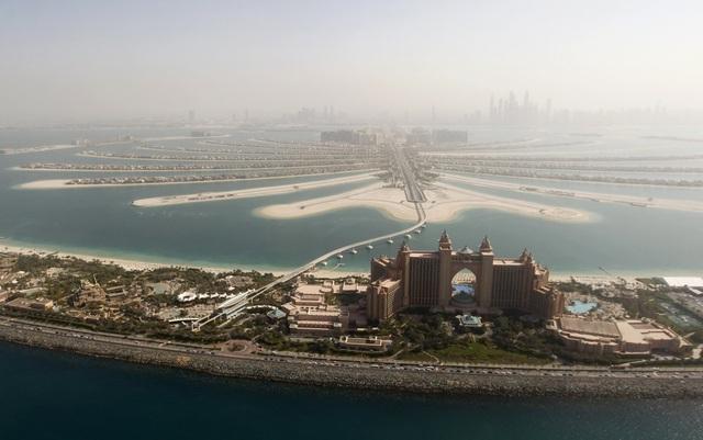 Dubai là quê hương của những công trình kiến trúc sáng tạo không giới hạn, tòa nhà chọc trời nổi bật trên vùng sa mạc.