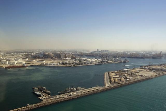 Dubai Marina nơi có Jebel Ali Port – cảng nhân tạo lớn nhất thế giới.