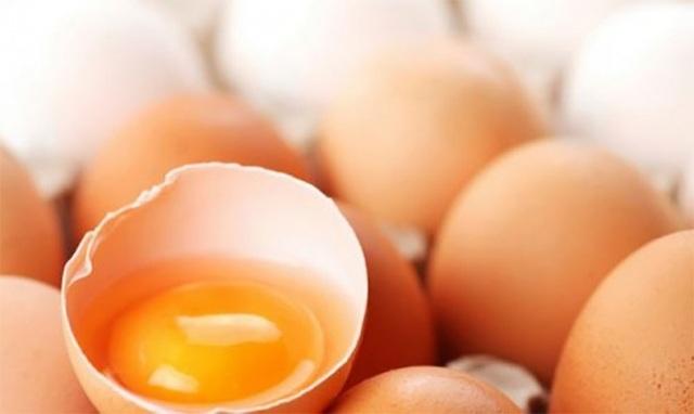 Nhìn vào màu sắc của lòng đỏ để nhận định quả trứng có chất lượng hay không