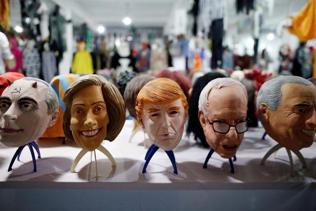 Nhà xưởng cũng làm cả mặt nạ in hình của các nhân vật nổi tiếng khác trên thế giới
