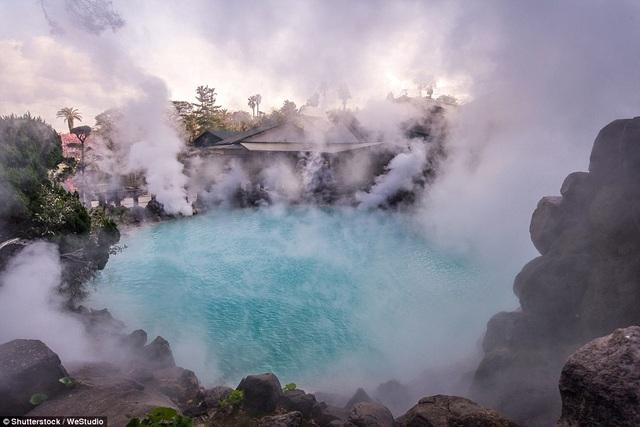 Hiện tượng này xuất phát từ núi lửa Aso còn hoạt động và lớn nhất Nhật Bản, chỉ nằm cách đó chừng 60 dặm